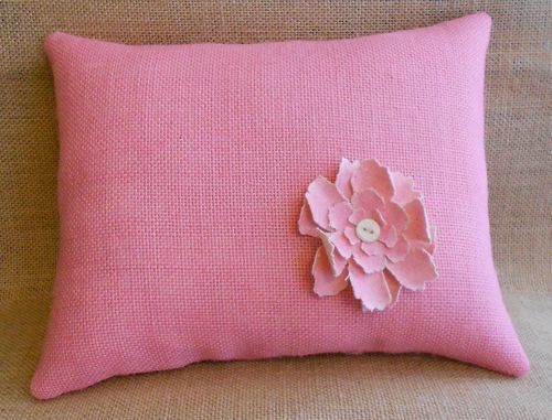 Pink burlap pillow with flower (800x609)
