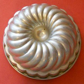 Vintage tin (800x800)