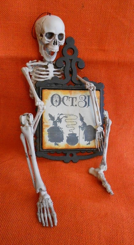 Skeleton with trivet 2 (436x800)